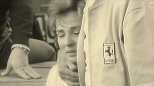 Le haut-parleur vient d'annoncer que Bandini a été transporté à l'hôpital. © DR (source : capture écran - https://www.youtube.com/watch?v=tn59nKVxWBk ).